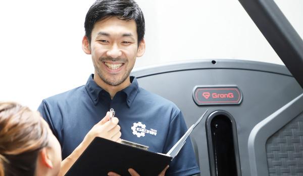 前田 修平 クライアントと話をしているイメージ